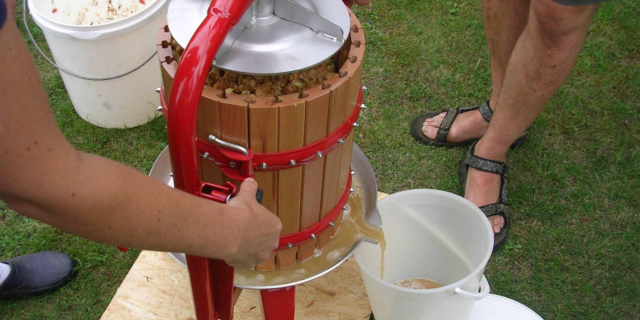 Как сделать яблочный сок своими руками